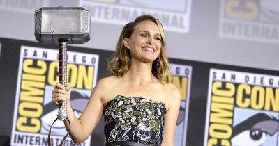 Jane Foster holding the hammer of Thor during SDCC 2019.