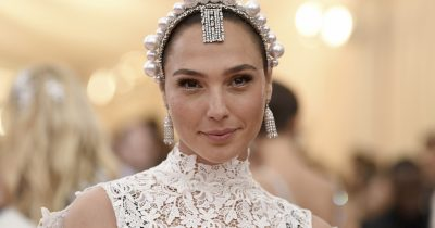 Gal Gadot wil be Hedy Lamarr in a new series by Showtime.