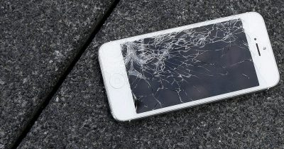 Apple now offers on site service to repair iPhones.