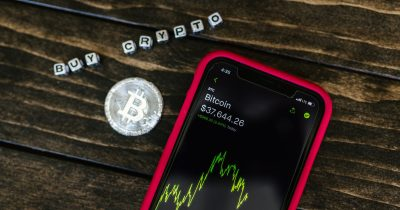 Top Cryptocurrency Apps You Should Have On Your Phone